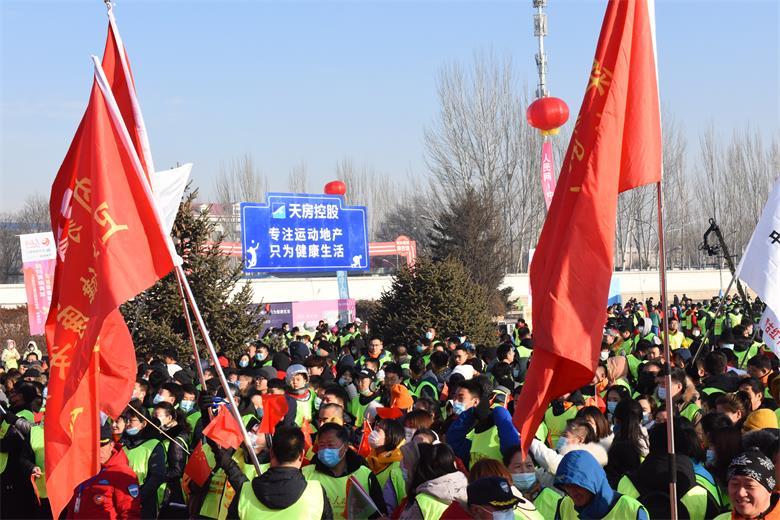 人民网第五届徒步迎新活动在呼和浩特如约举行
