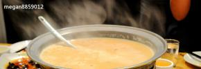 蒙古锅茶:各种原料锅里炒